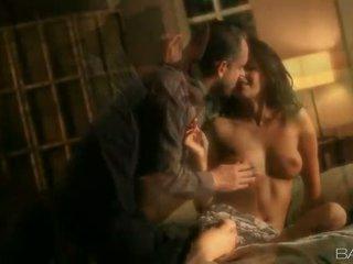 Dabas krūtainas skaistule having kaislīgas sekss