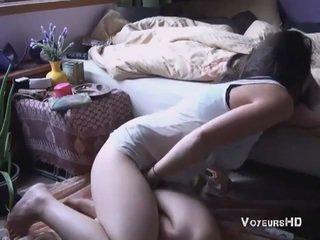 Sister спіймана мастурбує