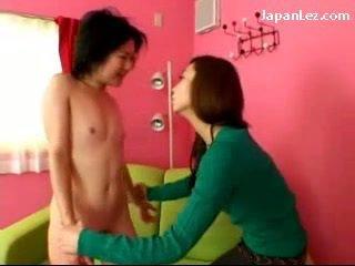 الآسيوية فتاة مع لا الثدي getting لها الحلمات tortured slapped إلى وجه بصاق إلى فم