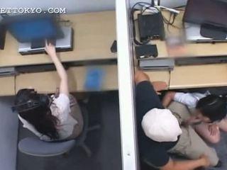 วัยรุ่น เอเชีย เซ็กส์จัด jumping และ การดูด หำ ที่ ทำงาน