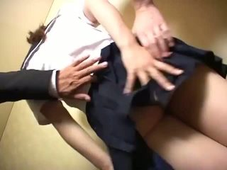 Slet schoolmeisje sucks lul en gets mees geneukt