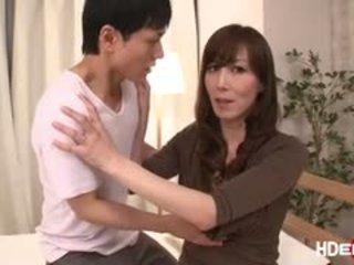Sexy japanisch reiko fucks bis erhalten ein perfekt score