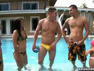 ฟรี สนุก ฟรี, ที่ร้อนแรง ความจริง, เห็น การมีเพศสัมพันธ์ของวัยรุ่น ยิ่งใหญ่