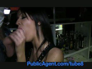Publicagent gyönyörű barna barmaid gets szar mögött a bár