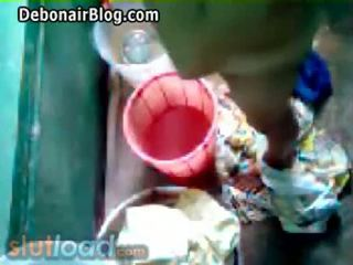 Bengali mutter bath captured von sohn (real)