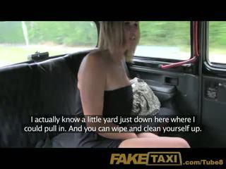 Faketaxi kết hôn người phụ nữ làm cho lên vì pissing trên taxi seats