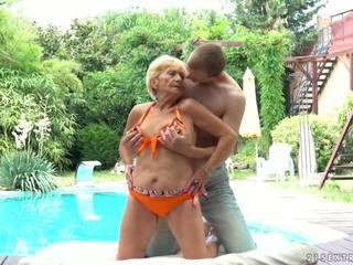 Babcia fucks następny do a basen, darmowe 21 sextreme hd porno d5