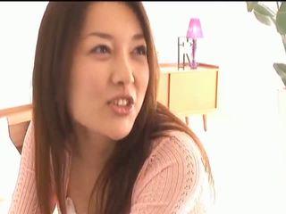 Mai uzukibusty азиатки мацка gets зърна licked и целувки