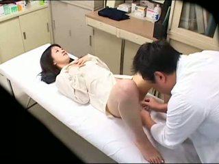 Pervertida doctor uses joven paciente 02