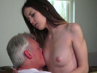 Innocent краля трахкав по grandfather - порно відео 771