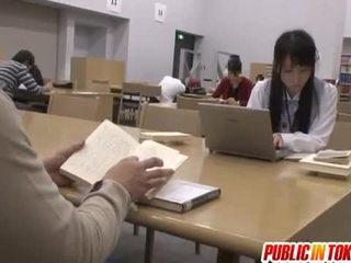 Sexy japans student geneukt in de klas