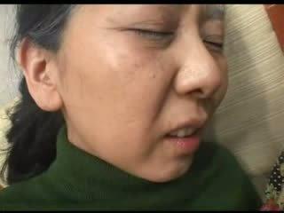 Japanisch oma helping nachbar im trouble video