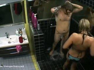 Finlandeze vajzë në bikini soaps lart lakuriq boyfriend