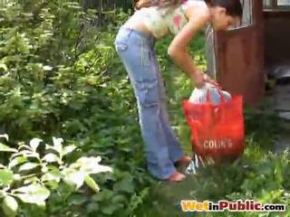 Weg rondborstig babe urinated haarzelf