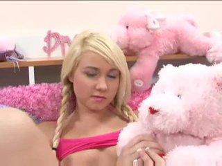 Mignonne blonde ado alexa skye gets elle sur avec une en chaleur dude vidéo