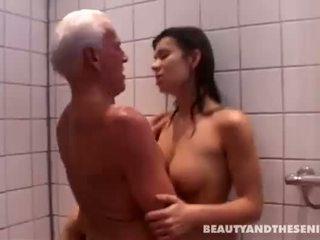 дупу лизати, душ, старий пукає