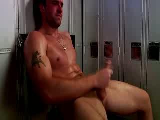 Handsome muscular jock pagsasalsal