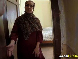 Бідні arab дівчина desperate для готівка sucks і fucks