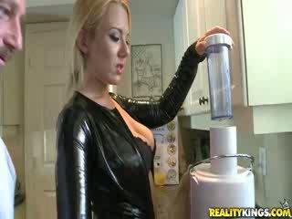 Sexy blond mom aku wis dhemen jancok valerye
