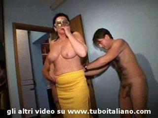 الإيطالي زوجة cuckolds له hubby lei troia lui cornuto