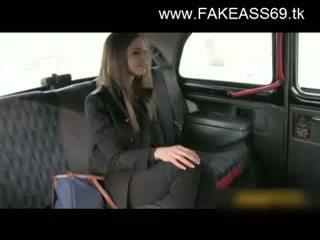 גדול titted בלונדינית מזוין קשה על ידי fake taxi driver