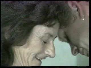 Plaukuotas senelė fucks jaunas varpa !