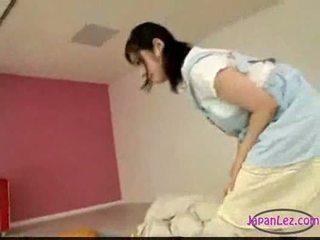Aasia tüdruk masturbeerimine kuigi licking sõrmekas magamine sa