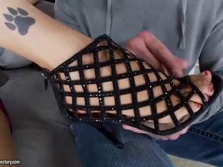 briunetė, pėdų fetišas, sexy kojos