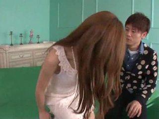 Erena aihara looks כך מתוק ב a cream תחרה שמלה