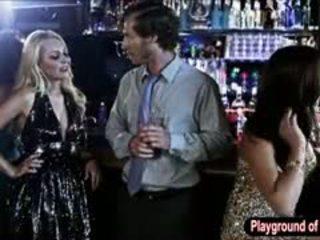 Sexy blonde nana aaliyah amour baise une nerd en la club