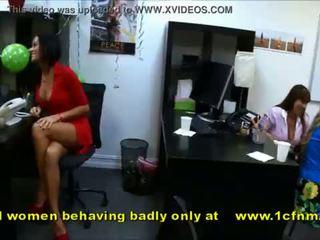 الهاوي الفتيات مص strippers behaving جدا badly