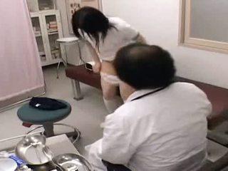 Schoolmeisje dokter examination spycam scandal