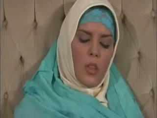 Arab muslim dengan bagus tetek gets kacau doggy gaya