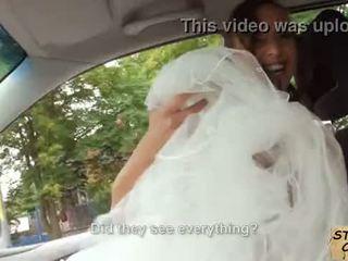 Stranded gelin fucks in toý gown by stranger