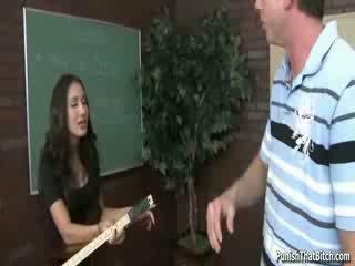 นักเรียน คุณครู amia miley โดนลงโทษ