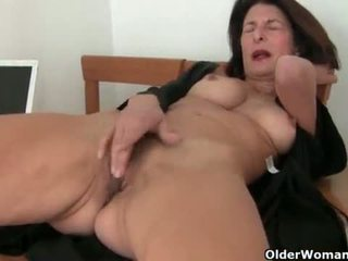 Mature milfs Emanuelle and Betty get their juices flowing