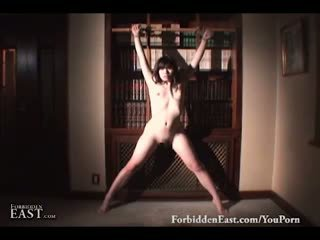 Гарненька азіатська раб bathes до being stripped і teased в the спальня