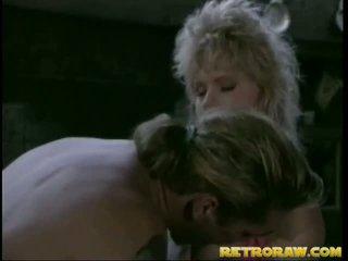 Retro blond gets gebohrt groß