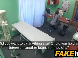 Fake krankenhaus sexy reporter gets bis die punkt mit blowjob und schwer sex