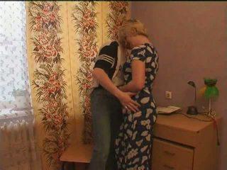 러시아의 성숙한 항문의 엄마 과 그녀의 소년 아마추어: 무료 포르노를 d2