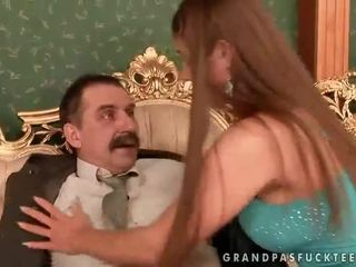 Cathy heaven enjoys seks z dziadek