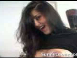 Sunny leone bei zuhause