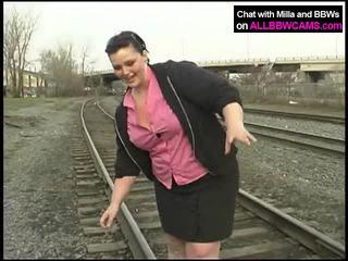 Gros princesse gets nu sur railway