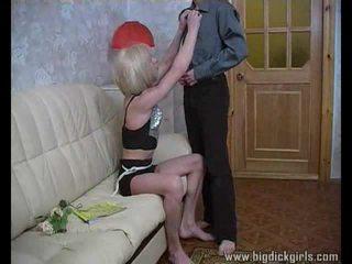 Randy guy drills בלונדינית crossdresser