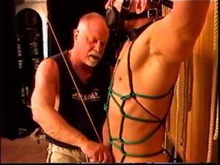 Siksaan alat kelamin pria timed ball stretching kontes.