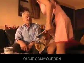Dědeček fucked podle mladý alice