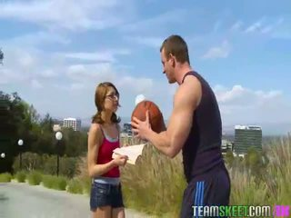 Nerdy lexi bloom gets fucked mahirap by kanya basketbal