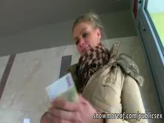 Nagy csöcsök adele pounded mert pénz