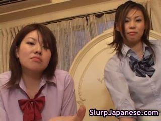 Japonesa mulher a dançar forçado para chupar pila porno clipe