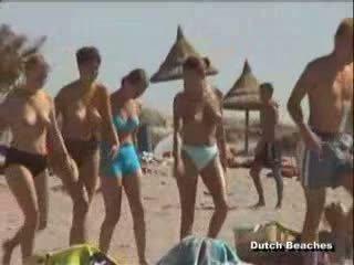 Zandvoort holandieši pludmale topless nūdists titties 22